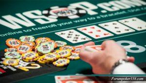 Kelicikan Bermain Poker Online